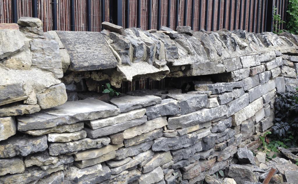Confined walling gap
