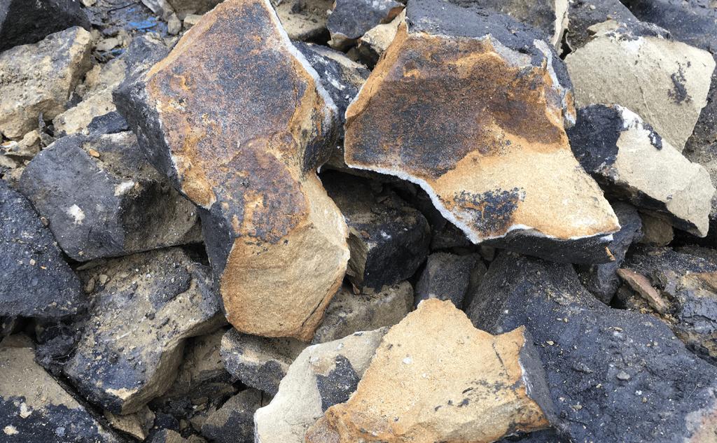 Sedimentation in split stone