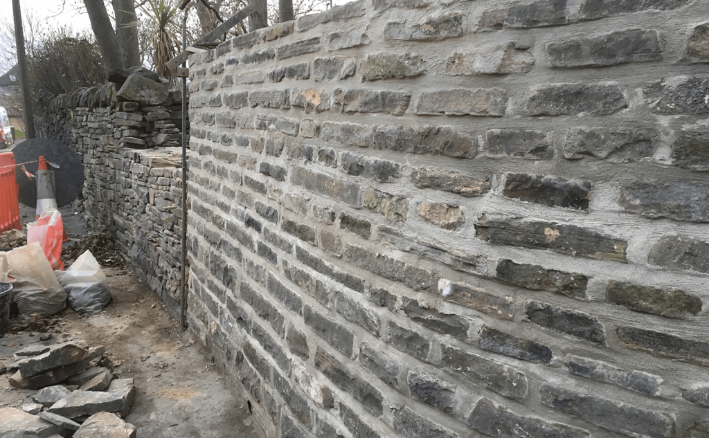Mixed wall - dry stone and mortared