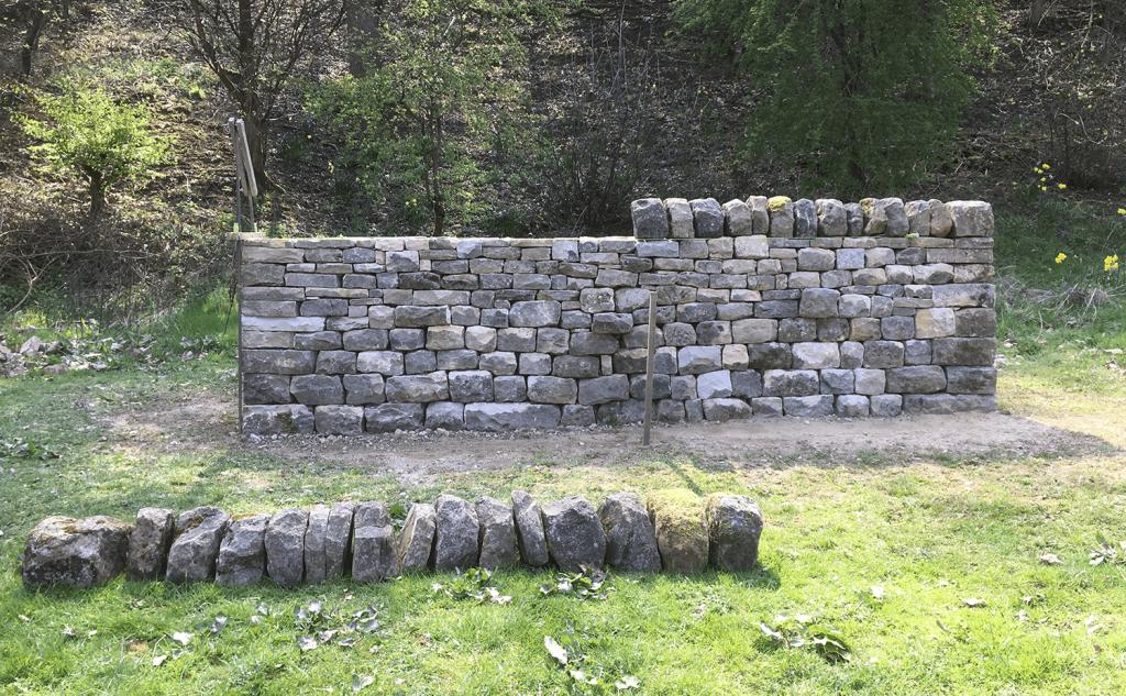 Dry stone wall cheek end