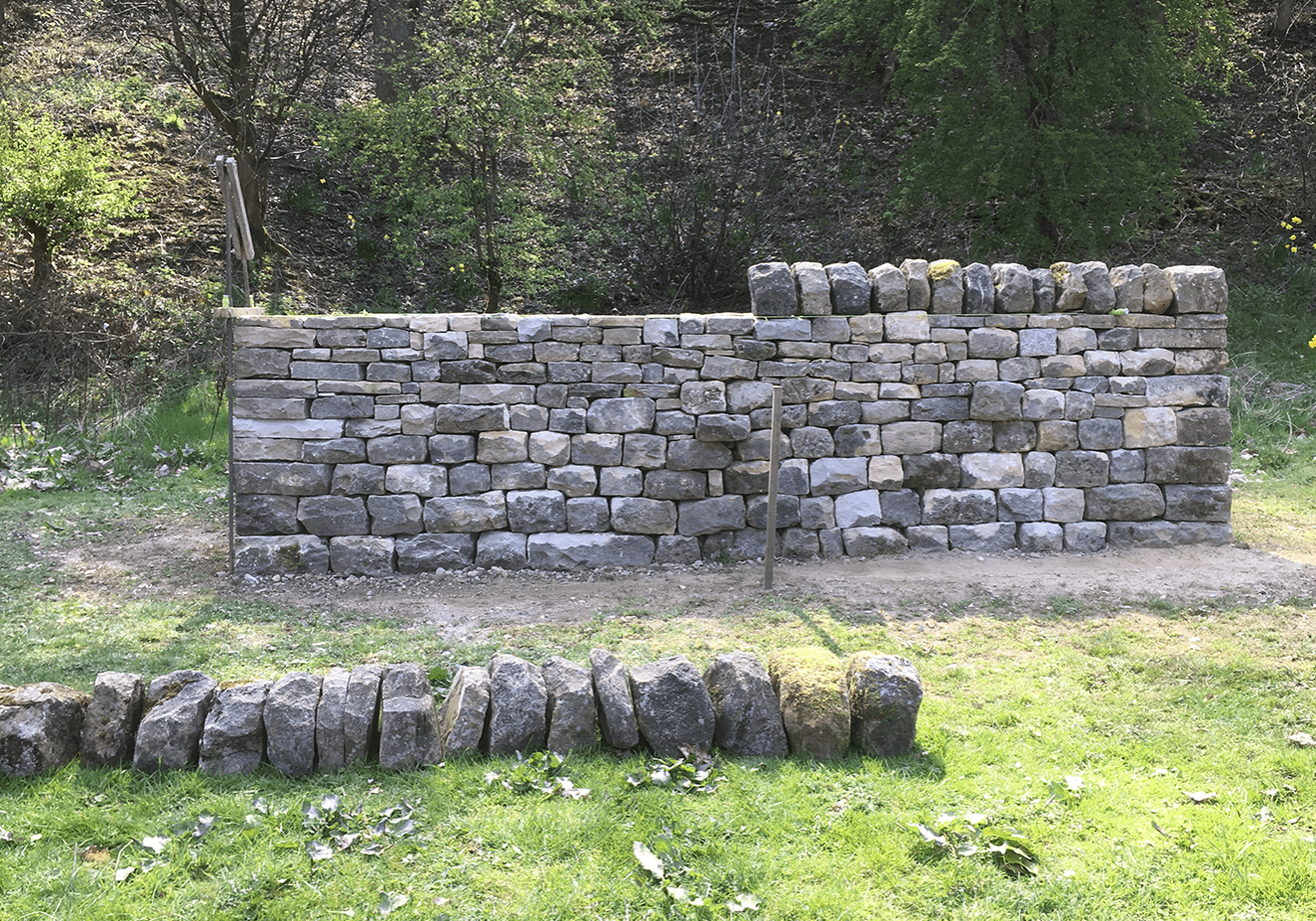 Dry stone wall cheek end