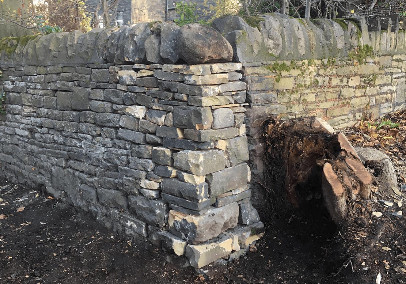 Dry stone walling cheek end